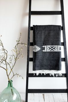 Moroccan Tribal Throw Farmhouse Interior, Modern Interior, Interior And Exterior, Modern Farmhouse, Modern Country, American Country, Family Room Design, White Home Decor, Home Furnishings