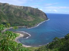 Halawa Bay...around the corner is the northshore, and the famous cliffs of Molokai