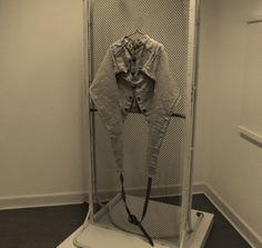 https://flic.kr/p/NfEaXj | Psychiatry Straitjacket Akutpsychiatrie,DDR Psychiatrie,Patienten-Fixierung,Psychiatrie Zwangsjacke |  Bild aus einem Psychiatriemuseum