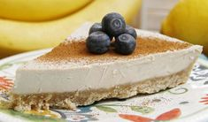 This raw banana cream pie recipe is awesome. It's actually pretty fast to make - just a quick food process and an easy blend. Then freeze and it's ready! I substituted toasted pumpkin seeds for the cashews. Raw Dessert Recipes, Raw Vegan Desserts, Raw Vegan Recipes, Healthy Desserts, Organic Recipes, Banana Cream Pies, Cream Pie Recipes, Pie Crust Recipes, Vegan Cru