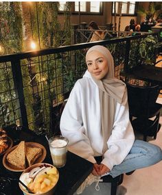 The image may contain: 1 person, sitting – Hijab Fashion Casual Hijab Outfit, Outfits Casual, Hijab Chic, Mode Outfits, Modern Hijab Fashion, Street Hijab Fashion, Muslim Fashion, Modest Fashion, Hijabi Girl