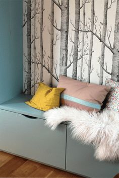 Papier peint Woods de la collection New Contemporary Two de Cole and Son, en noi. Cool Kids Bedrooms, Wood Wallpaper, Cole And Son, Kids Room Design, Baby Bedroom, Nursery Neutral, New Room, Bean Bag Chair, Sweet Home
