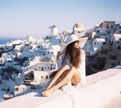 Santorini Greece - A Prime Hotspot For Tourists In Europe! Oh The Places You'll Go, Places To Travel, Places To Visit, Us Travel Destinations, Adventure Awaits, Adventure Travel, Travel Pictures, Travel Photos, Photo Tips