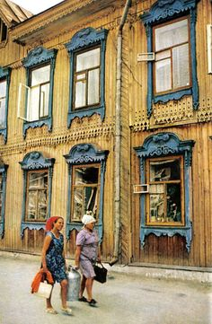 National Geographic visits USSR | Old architecture in Tobolsk.