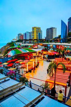 Aquí, he estado yo..  Been here, check! Dusk Over Larcomar, Lima - Peru... Ready to be here on my next vacation in December ☀️☀️ verano en diciembre