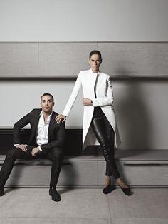 Na companhia da top Izabel Goulart, o estilista Pedro Lourenço assina o padrão Moon para a Dell Anno, uma releitura futurista e hightech dos veios da madeira.