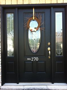 black door and painted house numbers Black Front Doors, Front Doors With Windows, Painted Front Doors, Front Door Colors, Glass Front Door, Front Door Decor, Painting On Glass Windows, Front Door Makeover, Porch Makeover