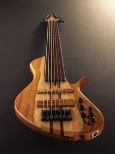 I do, it has to be said, have a bit of a soft spot for single cut basses. So when I came across the home of Aquilina Basses (French site here, English here) I dug in. Single cut basses have just on…