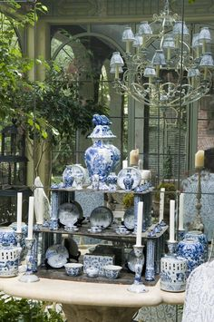 Mirrored wall and blue and white china Cathy Kincaid Interiors Blue And White China, Blue China, Love Blue, Chinoiserie, Blue Rooms, White Rooms, Delft, Keramik Vase, White Dishes