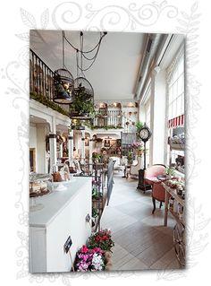 Salón des Fleurs: Floristería, Salón de té, regalos especiales y mucho más. Disfruta de nuestro Vintage Living online y en Guzmán el Bueno 106.
