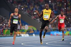 Usain Bolt sharing a laugh with Andre De Grasse during their 200m heat http://ift.tt/2bzgJXa Love #sport follow #sports on @cutephonecases