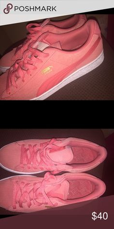 Lightly Worm Women Pumas Lightly worn . A little dirt on the side , but will come off with a wash. Puma Shoes Sneakers