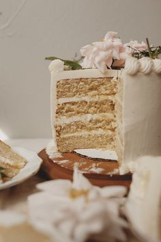 Apple Butter Cake with Vanilla Maple Buttercream Apple Butter Cake with Vanilla . Apple Butter Cake with Vanilla Maple Buttercream Apple Butter Cake Cupcake Recipes, Cupcake Cakes, Dessert Recipes, Fall Cake Recipes, Spice Cake Recipes, Butter Cupcakes, Food Cakes, Bakery Cakes, Maple Buttercream