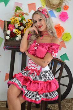 Vestido Caipira Chic de Tricolinecom estampa Chevron, detalhes em cetim Pink,corpeteestilo camponesa edecote ciganinha, um charme! Voce também pode adqui...