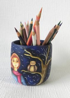 Deixe a sua escrivaninha mais colorida! Porta lápis feito de papel machê