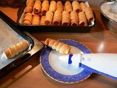 Kremrole | brydova.cz Dessert Recipes, Desserts, Creative Food, Waffles, Food And Drink, Cheese, Breakfast, Tailgate Desserts, Morning Coffee
