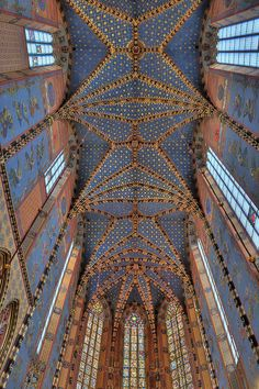 Basilica of the Virgin Mary's at the Grand Square, Krakow, Poland by JerzyW, via Flickr
