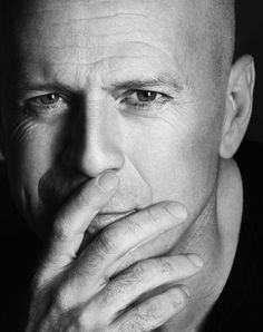 Bruce Willis (Walter Bruce Willis) (born in Idar-Oberstein (Germany) on March It's just not fair how some people better with age! Bruce Willis, Famous Men, Famous Faces, Famous People, Keanu Reeves, Gorgeous Men, Beautiful People, Celebridades Fashion, Photo Portrait