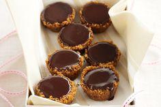 Caramel kisses This simple dessert combines the perfect pairing of dark chocolate and rich caramel. Candy Recipes, Sweet Recipes, Dessert Recipes, Kisses Recipe, Biscuits, Condensed Milk Recipes, My Best Recipe, Breakfast Dessert, Mini Cakes