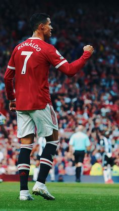 Cristiano Ronaldo Style, Cristino Ronaldo, Ronaldo Football, Football Players, Football Soccer, Manchester United Ronaldo, Cristiano Ronaldo Manchester, Manchester United Legends, Manchester Logo