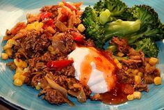 Nyttig köttfärs- och vitkålspanna med sweet chili och vitlökssås