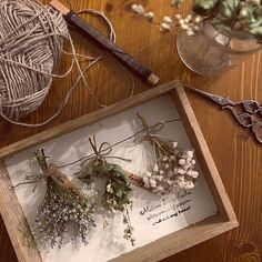 23 Clever DIY Christmas Decoration Ideas By Crafty Panda Fall Flowers, Dried Flowers, Diy And Crafts, Paper Crafts, Deco Nature, Pressed Flower Art, Deco Floral, Flower Aesthetic, Nature Crafts