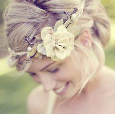 Coronas de flores naturales y artificiales