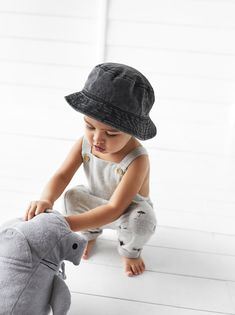 Fashion Kids, Fast Fashion, Little Boy Fashion, Zara Kids, E Commerce, Outfits With Hats, Boy Outfits, Freddie Reign, Bucket Hat Outfit