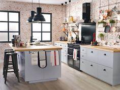 cuisine-loft-chic-meubles-gris-perle-bois et tabouret de bar industriel noir