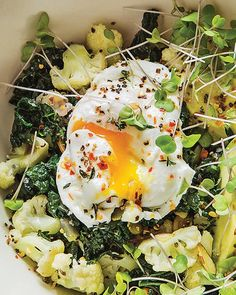 Lunch Bowl with Cauliflower, Avocado, & Egg Lunch Recipes, Easy Dinner Recipes, Breakfast Recipes, Vegetarian Recipes, Easy Meals, Cooking Recipes, Healthy Recipes, Easy Recipes, Breakfast Bread Puddings