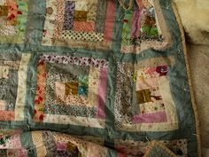 gorgeous log cabin quilt from www.posiegetscozy.com