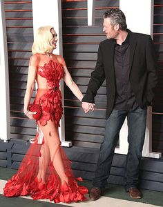Gwen Stefani and Blake Shelton look great at Vanity Fair Oscar Party Blake Shelton Gwen Stefani, Blake Shelton And Gwen, Gwen Stefani And Blake, Miranda Blake, Gwen And Blake, Cute Celebrities, Celebs, Black Shelton, Vanity Fair Oscar Party