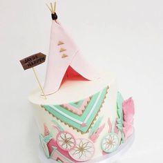 """Tendência! #Repost @littlebigcompany ・・・ Cake by @sweet_deetails who works in  @sweetnsaucyshop"""