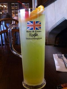 Recipe Leaping Leprechaun Cocktail from the Rose & Crown in the United Kingdom Pavilion at EPCOT Disney Inspired Food, Disney Drinks, Restaurant Specials, Disney Home, Disney 2017, Disney Family, Disney World Parks, Disney Worlds, Rose Crown