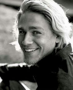I want to kiss his face! CHARLIE HUNNAM SONS OF ANARCHY