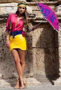 roupas coloridas estão super na moda.