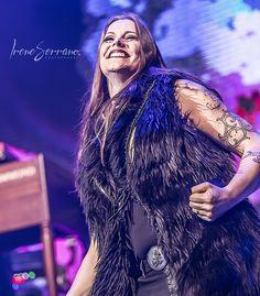 1,513 отметок «Нравится», 10 комментариев — Nightwish (@nightwish_fanpage) в Instagram: «Floor Jansen (Ayreon Universe, live in Tilburg 15 September 2017) Photo by:…»