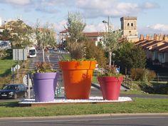 Las macetas gigantes urbanas a todo color grandes maceteros