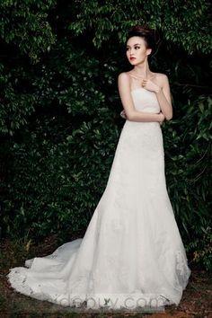 優雅なA-ラインストラップレスチャペルトレーンオーダーメイドウェディングドレス