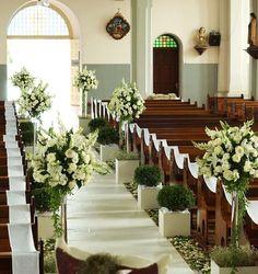 Achamos o arranjo bonito, mas ficaria perfeito se tivesse algumas flores coloridas junto com as brancas.