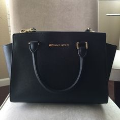 Michael Kors Selma Medium Black Saffiano Leather Excellent condition. MICHAEL Michael Kors Bags Satchels