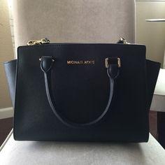Michael Kors Selma Medium Black Saffiano Leather Excellent condition. MICHAEL Michael Kors Bags Satchels