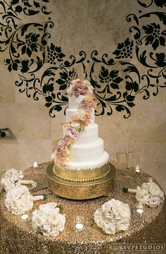 Don't you just love this gorgeous wedding cake? Thanks @Rsvpstudios for sharing!