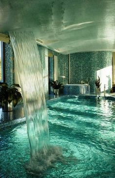 Amazing Pool - Just a dream. I LOVE indoor pools! Romantic Bathrooms, Dream Bathrooms, Bathtub Dream, Luxury Bathrooms, Amazing Bathrooms, Romantic Bathtubs, Dream Shower, Beautiful Homes, Beautiful Places