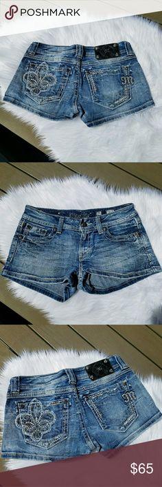 MISS ME Crystal Embellished Shorts, Like New! 27 MISS ME Crystal Embellished Shorts, Like New! 27 Miss Me Shorts Jean Shorts