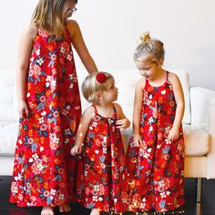 The Cascade Maxi Dress for Girls by Chalk and Notch is a quick sew and easy to wear. The elastic back closure makes for easy fitting.The bias cut and high-low hem creates great movement that your girls will be sure to love.View B includes a border hem option to allow for color blocking or print…