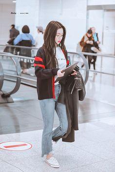 Seulgi, Jennie Kim Blackpink, Red Velvet Irene, Picts, Mens Fashion Suits, Asian Beauty, Korean Fashion, Female, Celebrities