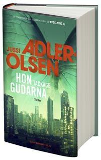 http://www.adlibris.com/se/organisationer/product.aspx?isbn=9100174521   Titel: Hon tackade gudarna - Författare: Jussi Adler-Olsen - ISBN: 9100174521 - Pris: 189 kr
