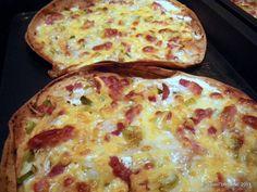 Flammkuchen reteta lipie Pizza, Cheese, Ethnic Recipes, Food, Alsace, Pie, Essen, Meals, Yemek