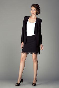 Jupe jupon dentelle, veste tailleur cintrée et le débardeur basique Ecru de chez Nina. Collection Nina et Moi